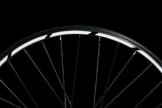 Reflektoren-Aufkleber fürs Fahrrad - 40 Streifen im Set - optimal für 27,5″ 28″ und 29″ Felgen - Farbe schwarz (weiß reflektierend) - hochwertige Sticker aus robuster 3MTM Qualitäts-Reflexfolie - 1