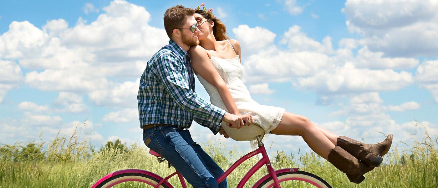 Pärchen auf Fahrrad